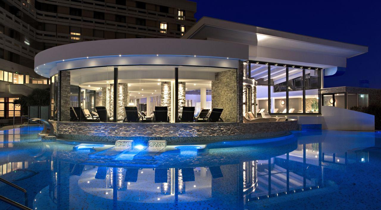 Hotel esplanade tergesteo colli euganei for Piani di casa con cucina esterna e piscina