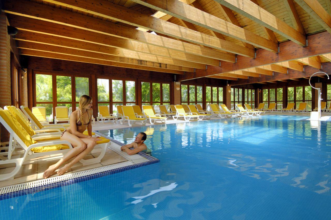 Hotel terme preistoriche colli euganei - Montegrotto terme piscina ...