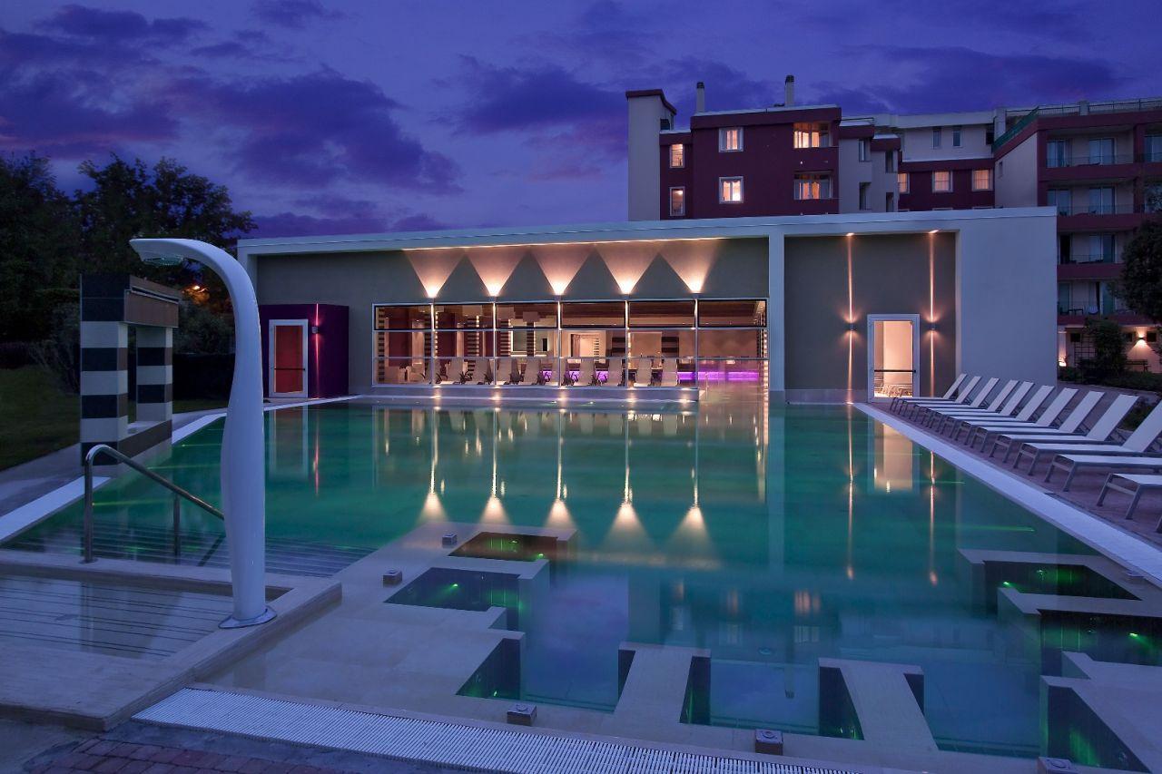Hotel mioni pezzato spa a abano terme colli euganei for Abano terme piscine