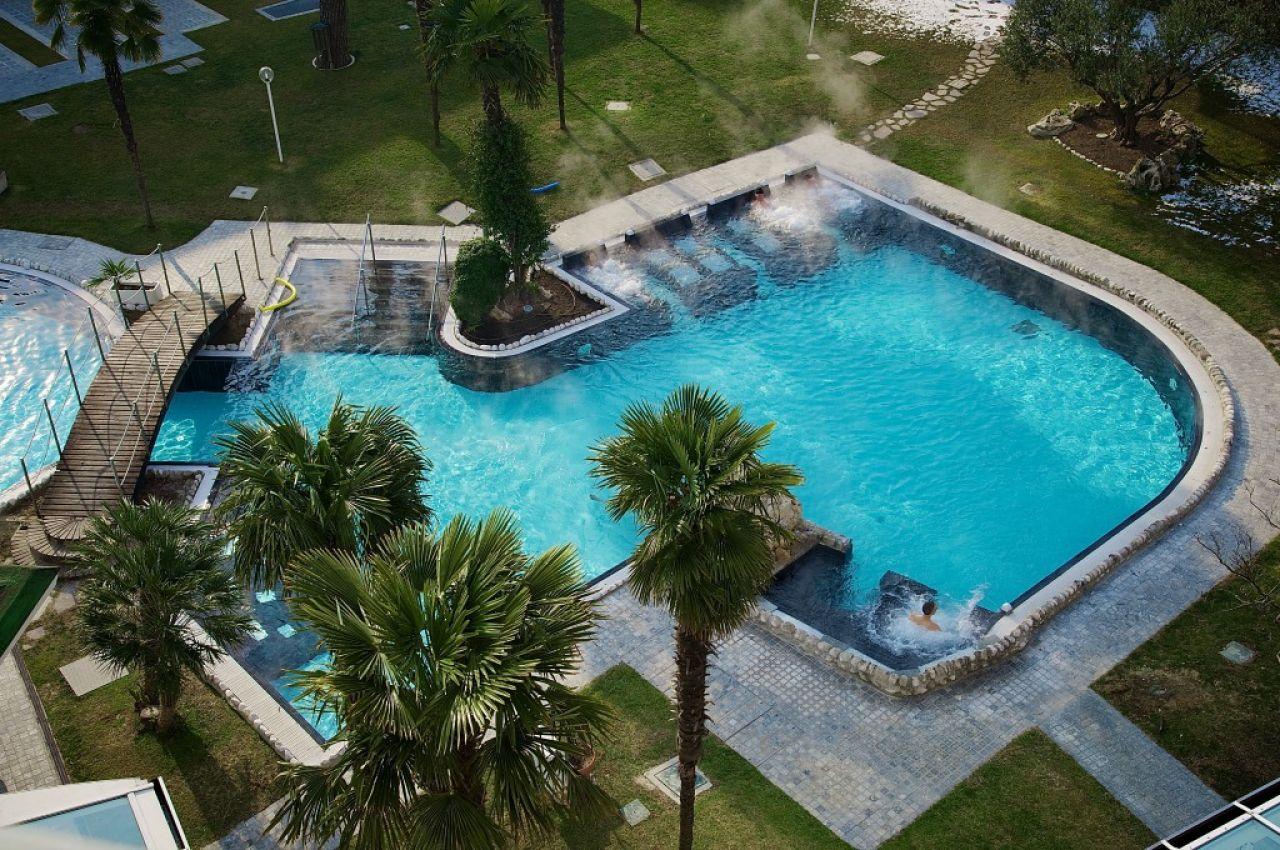 Panoramic hotel plaza a abano terme colli euganei for Abano terme piscine