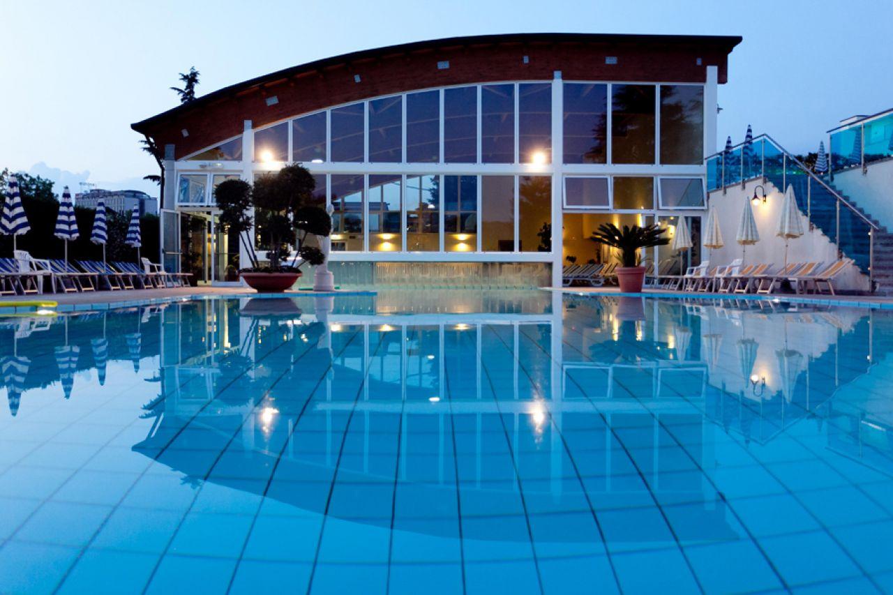 Hotel gazzella bianca colli euganei - Hotel mioni pezzato ingresso piscina ...