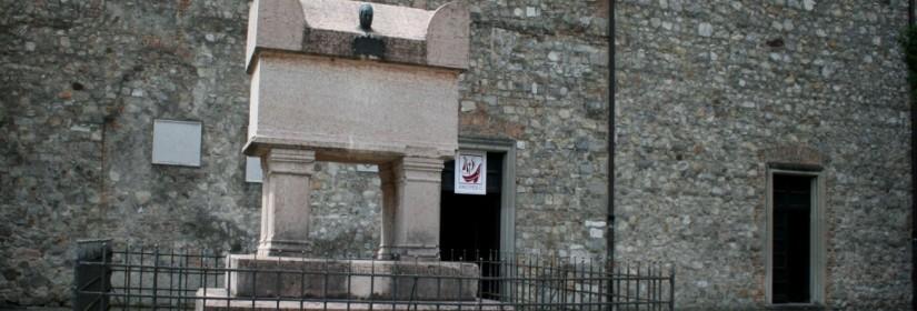 Tomba del Petrarca