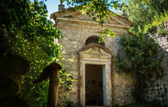 Ingresso della chiesetta di Sant
