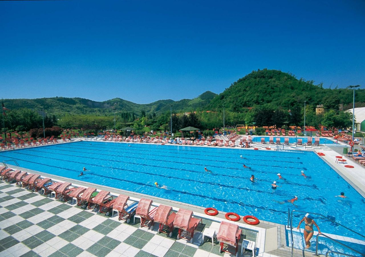 Abano Terme Piscina Comunale.Hotel Terme Petrarca A Montegrotto Colli Euganei