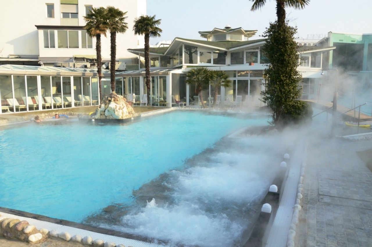 Panoramic hotel plaza a abano terme colli euganei - Hotel con piscina termale toscana ...