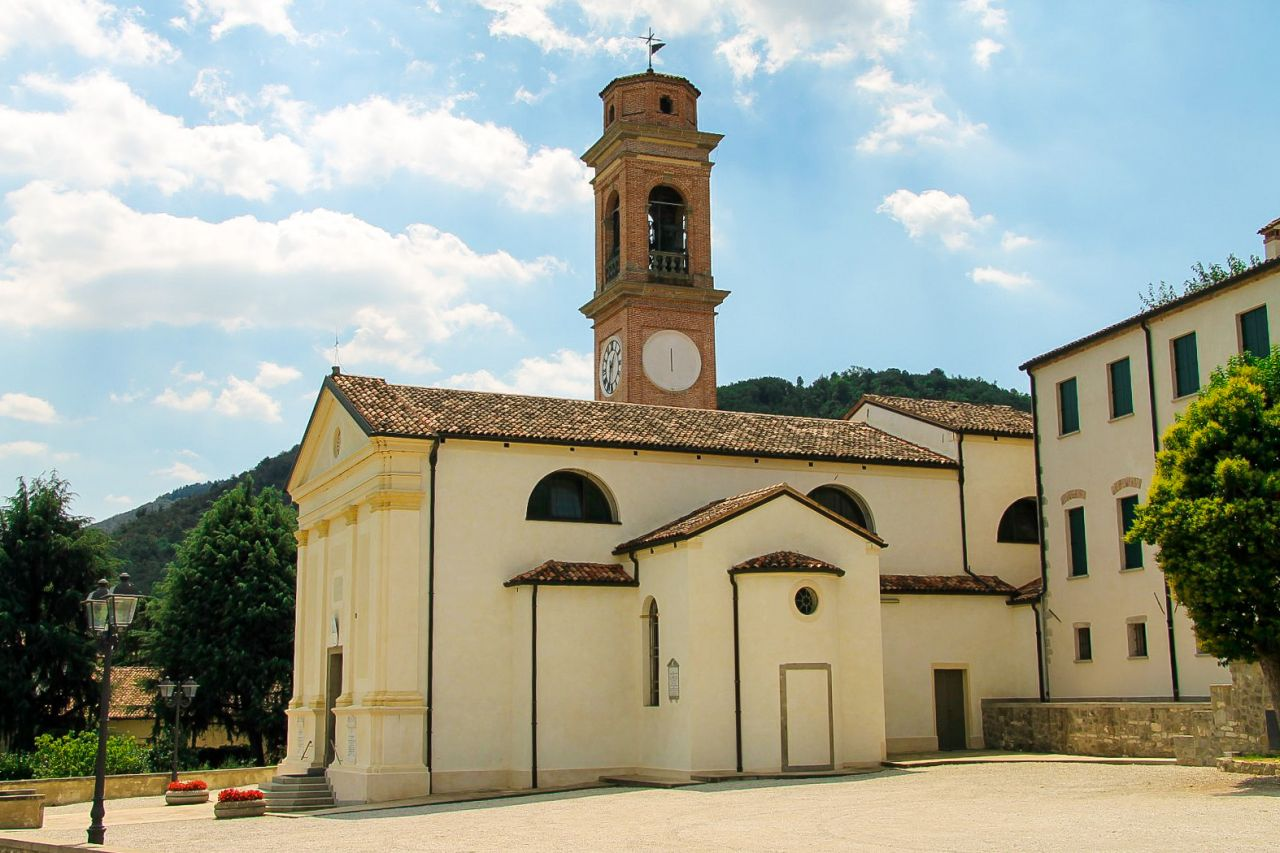 Interni Di Villa San Martino : Chiesa di san martino a luvigliano colli euganei